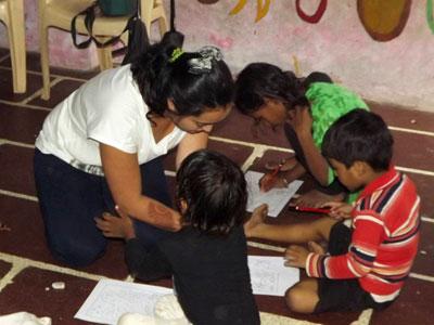 Trabajo Voluntario con Niños de Orfanato en la India